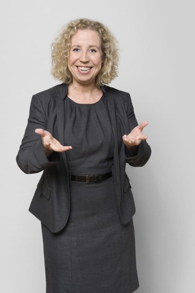 Dr. Kerstin Hoffmann ist Fachfrau für PR und Onlinemarketing, berät Sie in Fragen von Kommunikations- und Social-Media-Strategien.